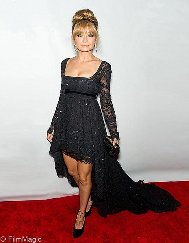 Nicole Richie en robe-mulet