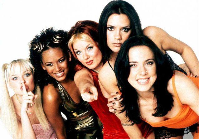 Le retour des Spice Girls: leurs looks mythiques