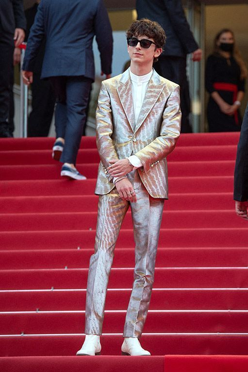 Son costume Tom Ford et ses lunettes Celine à Cannes