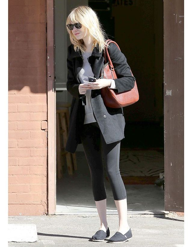 aa48123f36ad5 Emma Stone et son sac Burberry - Les obsessions mode des people - Elle