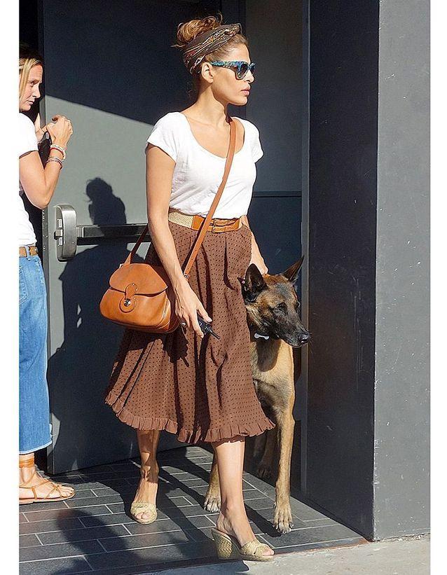 1490920ecb145 Eva Mendes et sa besace Ralph Lauren - Les obsessions mode des ...