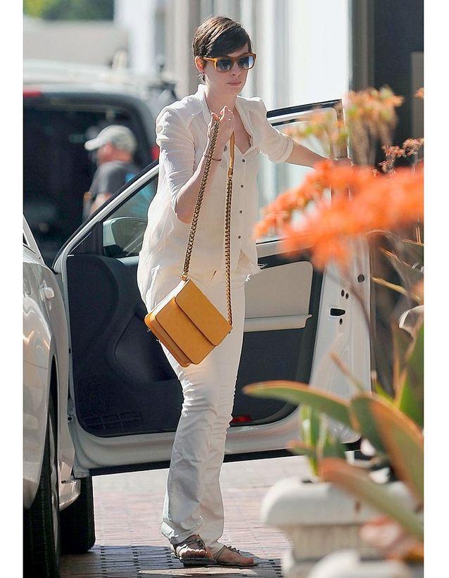 f73b113b78ec6 Son sac jaune - Les obsessions mode des people - Elle