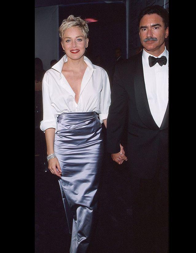 Sharon Stone, en jupe Vera Wang et chemise Gap