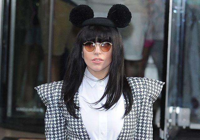 Lutte contre les fake-news - Page 2 Les-stars-portent-toutes-les-oreilles-de-Mickey