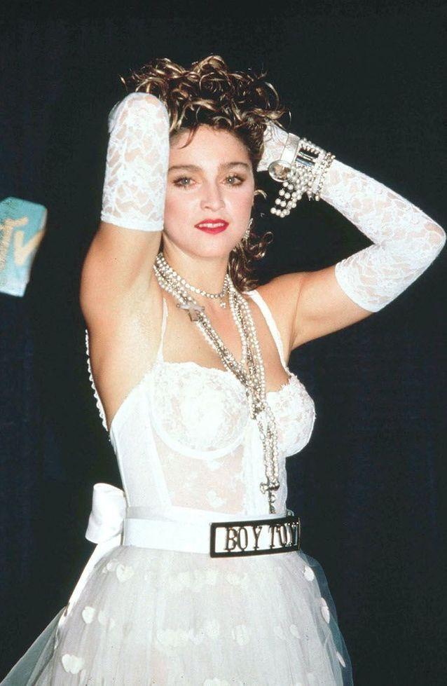 Madonna en robe de mariée revisitée pour les MTV Music Awards de 1984