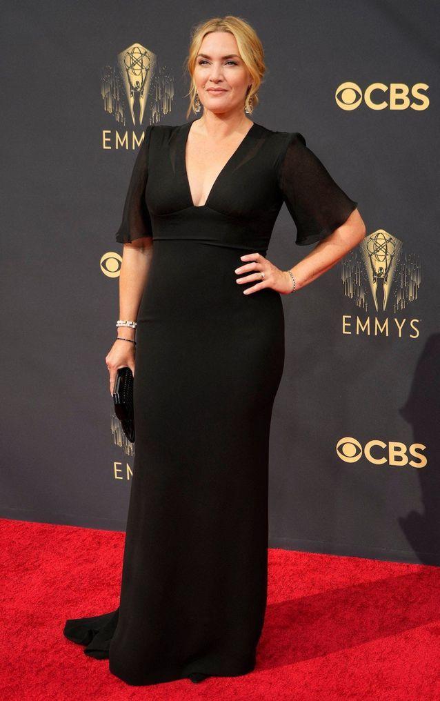 Kate Winslet en Giorgio Armani et bijoux Fred Leighton lors de la cérémonie des Emmy Awards 2021