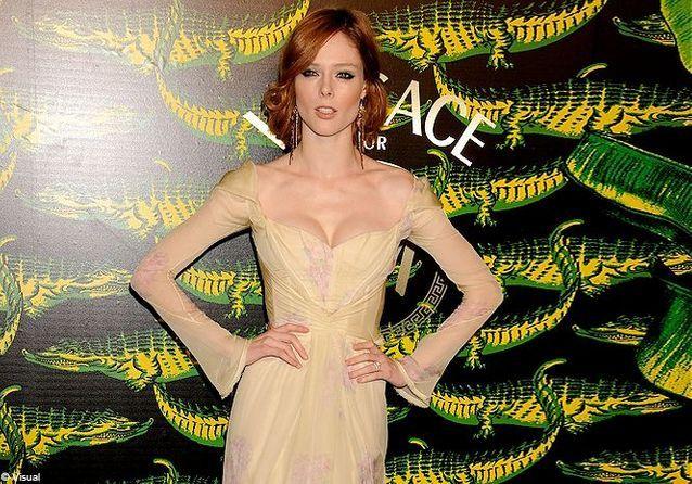 Coco Rocha célèbre le lancement de la collection Versace pour H&M !