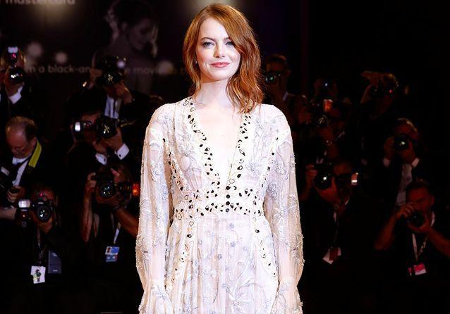 Emma Stone et Izabel Goulart : qui était la plus stylée sur le tapis rouge de la Mostra de Venise ?