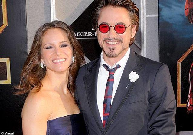 """Gwyneth Paltrow et Scarlett Johansson rivalisent de beauté sur le tapis rouge d'""""Iron Man2"""""""