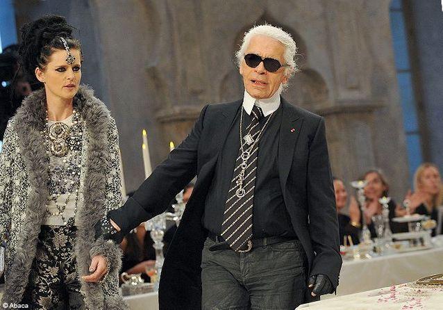 Karl Lagerfeld et sa muse Stella Tennant au défilé Chanel Paris-Bombay b86663e5b918