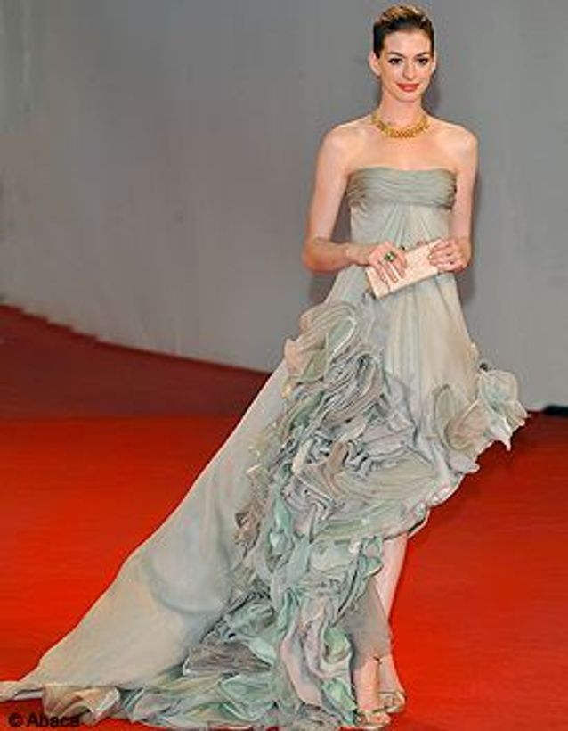 People_tapis_rouge_mostra_venise_Anne_Hathaway