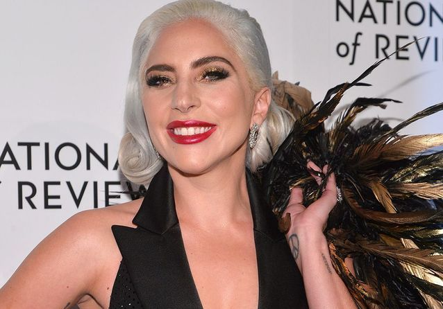 Lady Gaga et son truc en plumes font le buzz aux National Board of Review Awards