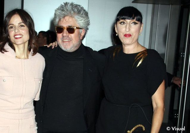 Les fashionistas se pressent autour de Pedro Almodovar