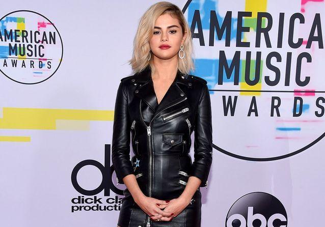 Selena Gomez fait sensation avec son nouveau look aux American Music Awards
