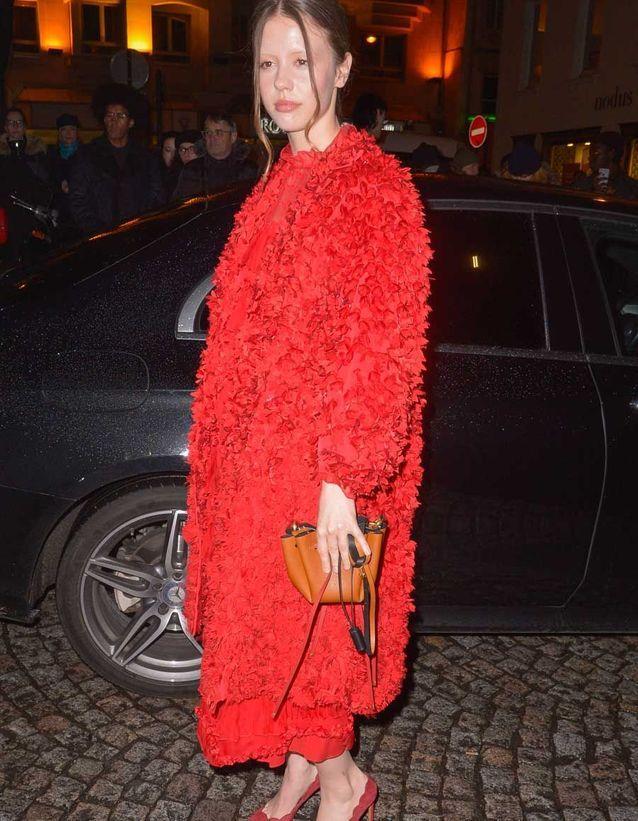 Mia Goth au défilé Valentino