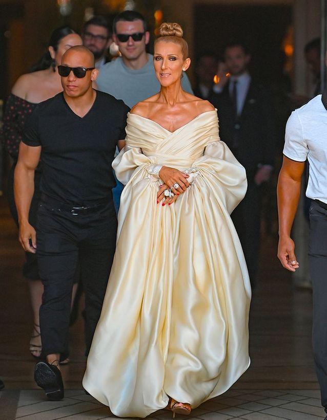 Céline Dion sort du défilé Alexandre Vauthier