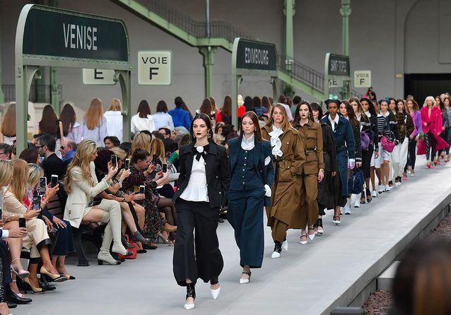 Le final du défilé Chanel Croisière