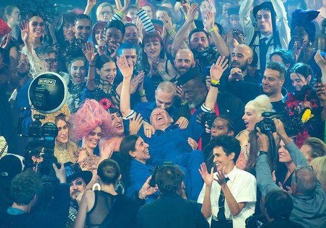 Jean Paul Gaultier : ses adieux spectaculaires à la mode devant un parterre de stars