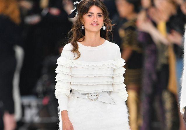 Karl Lagerfeld : ses muses et le public réunis pour un dernier hommage au défilé Chanel