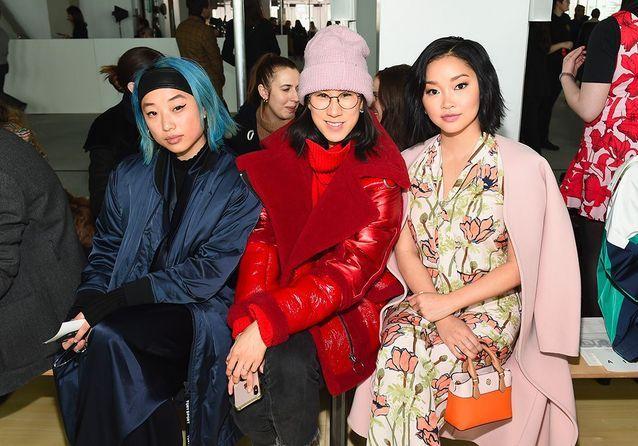 Margaret Zhang, Eva Chen et Lana Condor au défilé Tory Burch