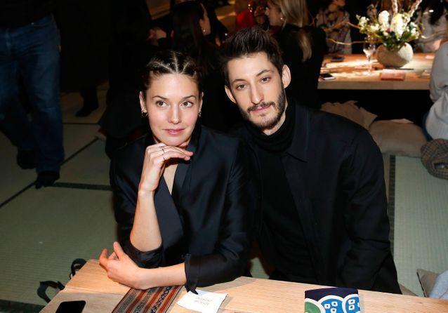 Pierre Niney et Natasha Andrews, amoureux au défilé H&M Studio