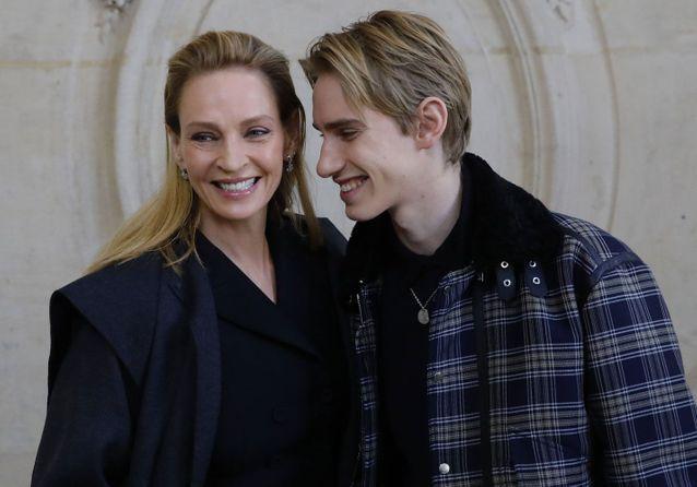 Uma Thurman et son fils très complices au défilé Dior