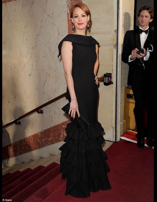 Elle réitère son choix de couturier et apparaît majestueuse en noire lors des César qui la sacrent Meilleure actrice de l'année.