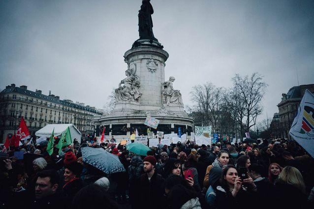 La Place de la République aux couleurs féministes