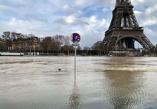 En images : À Paris, la Seine en pleine crue inonde les quais