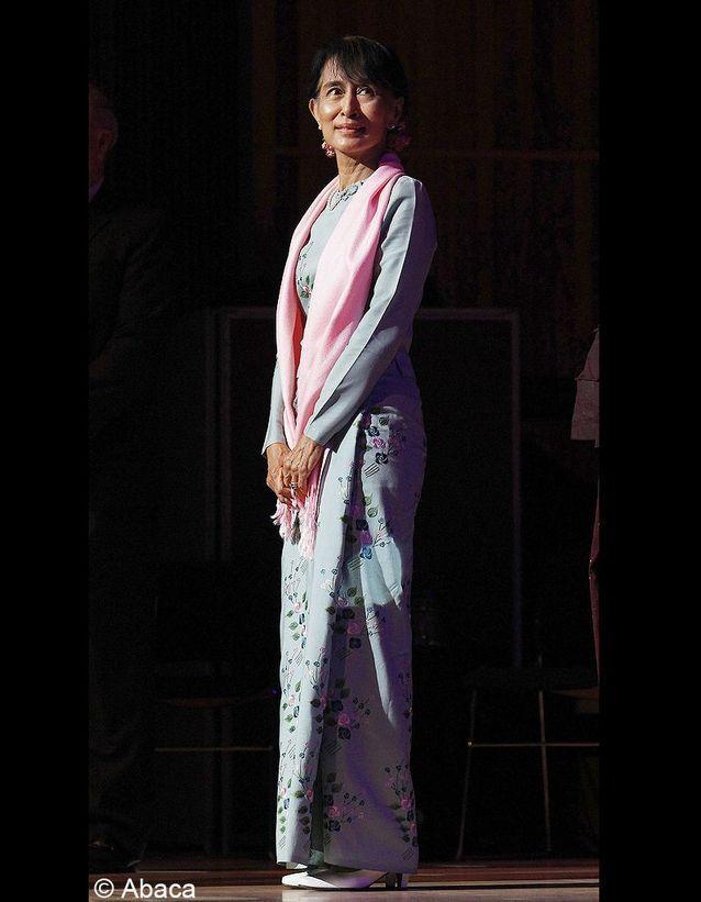Aung San Suu Kyi pour son entrée au Parlement birman