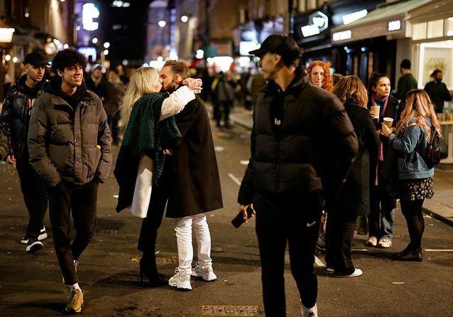 Foules dans les rues, bars et boîtes de nuit ouverts... Ces pays où on goûte à la « vie d'avant »