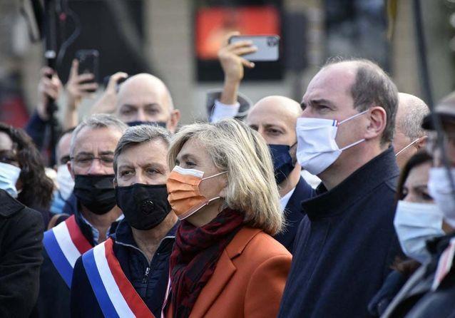 Valérie Pécresse et Jean Castex observent une minute de silence