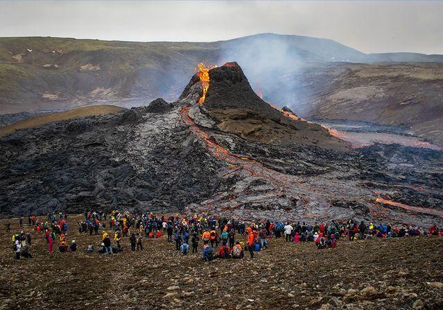 Volcan : les geysers de lave offrent un spectacle impressionnant en Islande