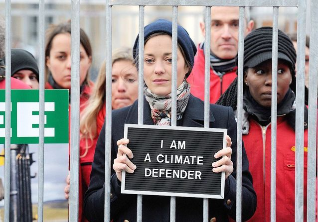 Les femmes de la semaine: Marion Cotillard en cage pour Greenpeace