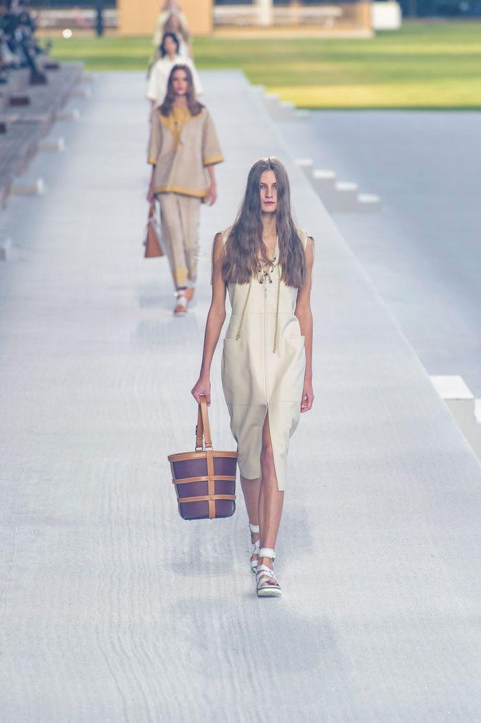 c8049e465c Hermès Printemps Été Paris Prêt Porter Elle 2019 À Défilé lPkXTZuwOi