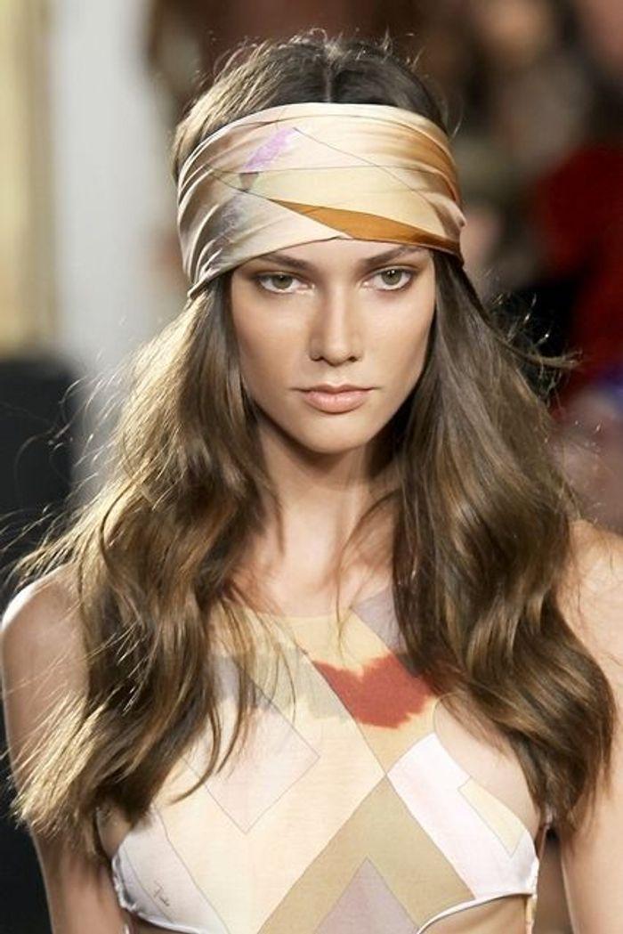 Coiffure avec foulard bohème
