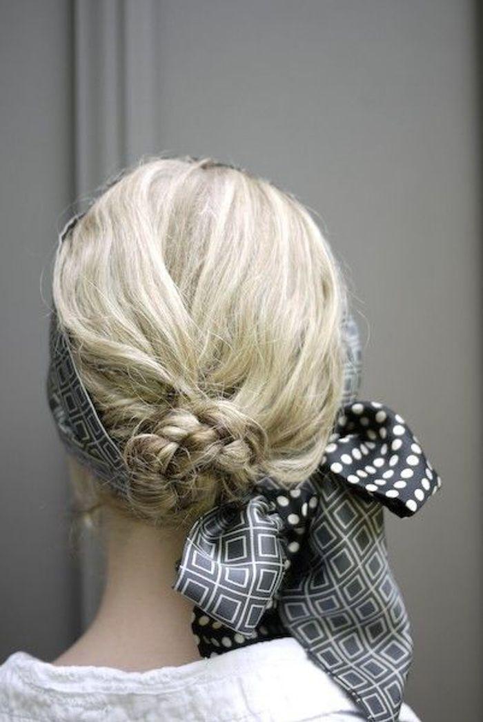 Coiffure avec foulard cheveux mi-longs