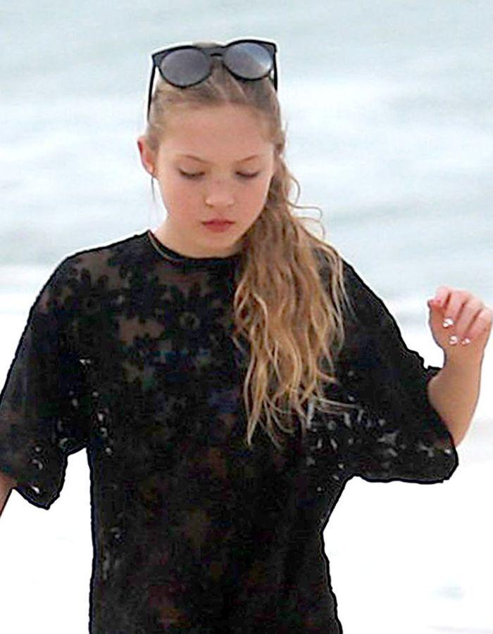 Coiffure enfant : les longueurs wavy de Lila Grace Moss