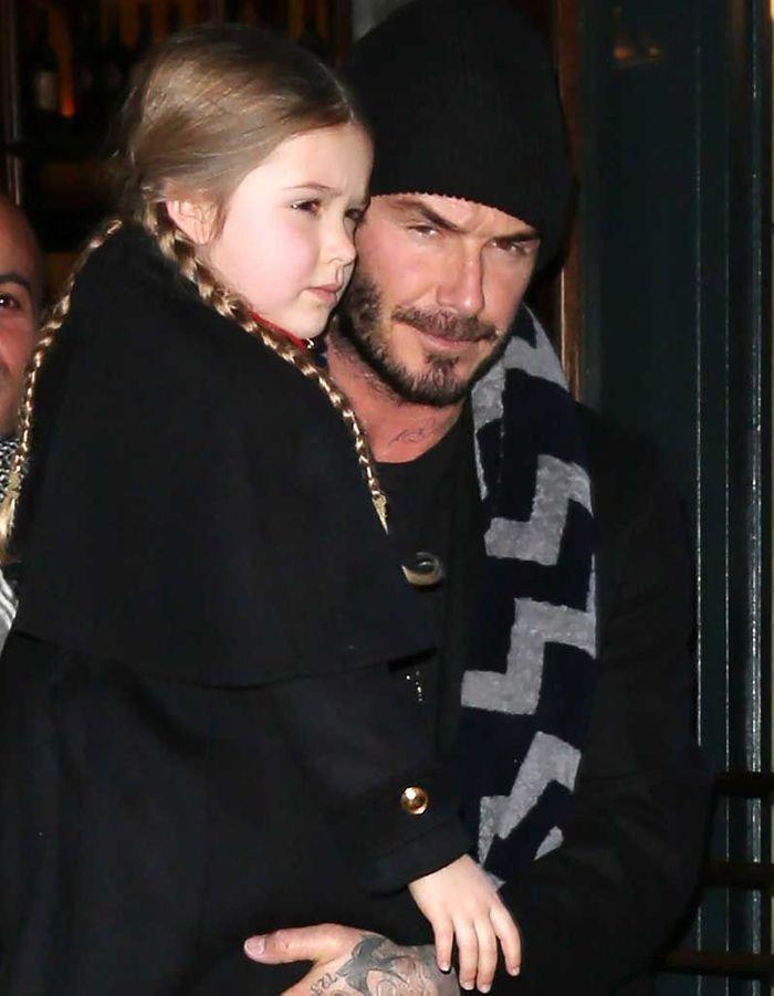 Les longues nattes de Harper Beckham