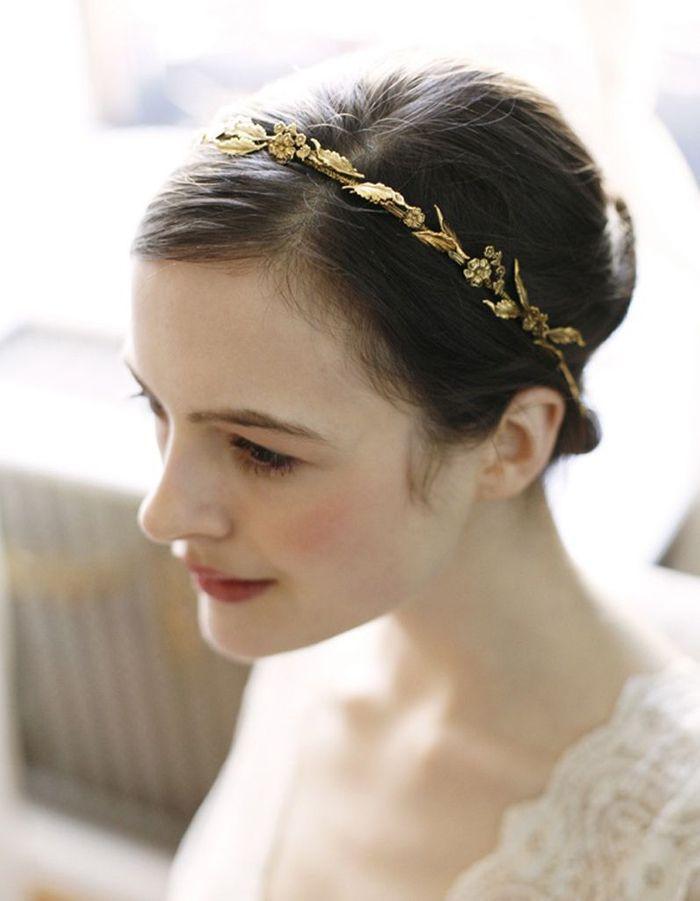 Coiffure de mariée Couronne dorée