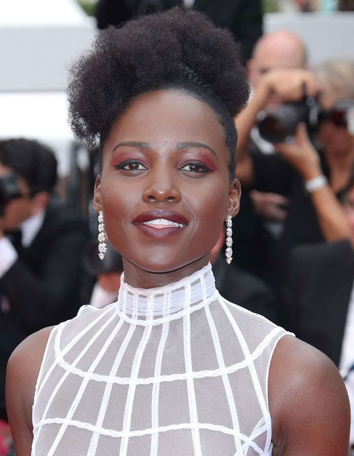 Le maquillage prune de Lupita Nyong'o à Cannes