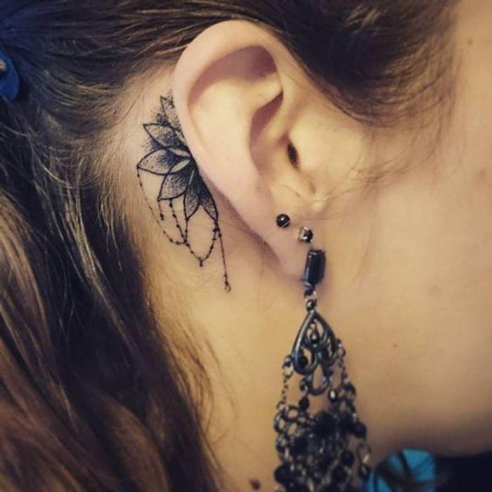 Tatouage derri re l 39 oreille mandala 20 id es de tatouages derri re l oreille jolis et discrets - Tatouage derriere oreille ...
