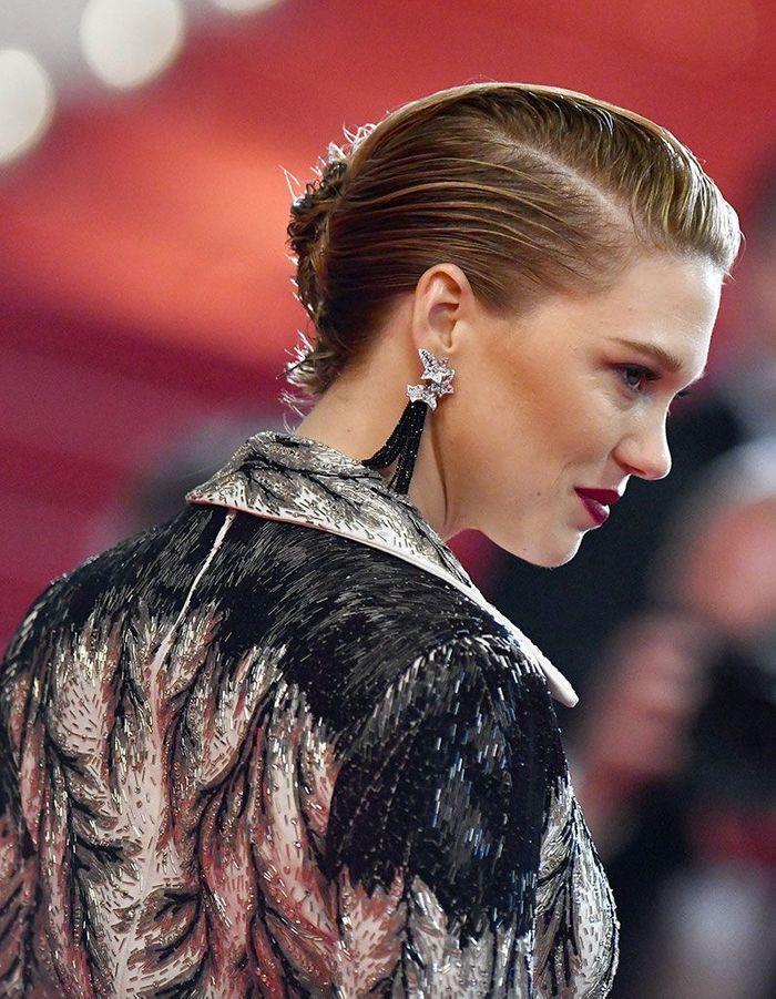 Les cheveux wet en chignon de Léa Seydoux à Cannes