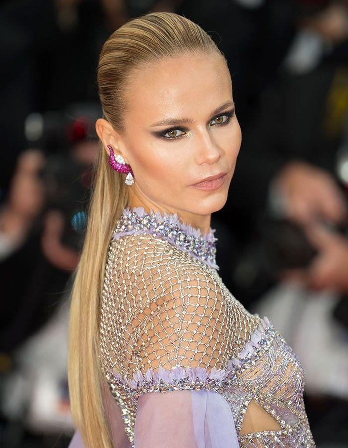 Les cheveux wet en queue de cheval de Natasha Poly à Cannes
