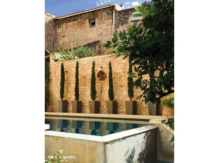 6. Petite piscine semi-enterrée