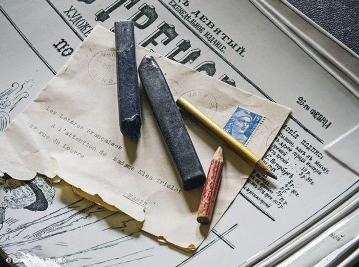 Bureau papiers elsa triolet