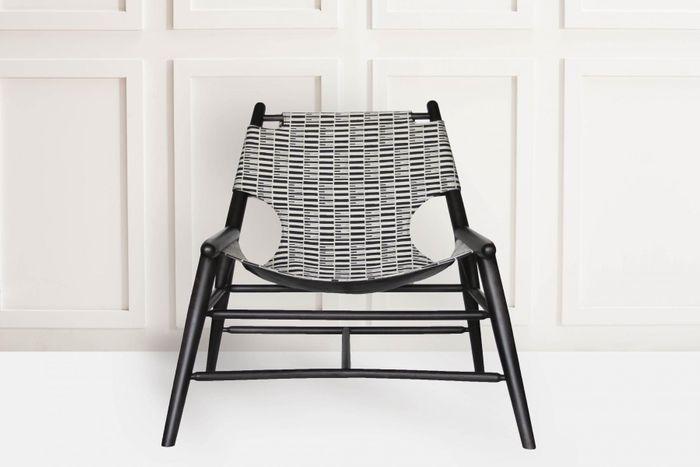 Chaise Milk Sling Chair par Anna Karlin