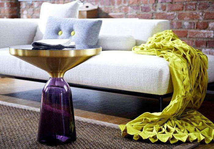 Un meuble violet