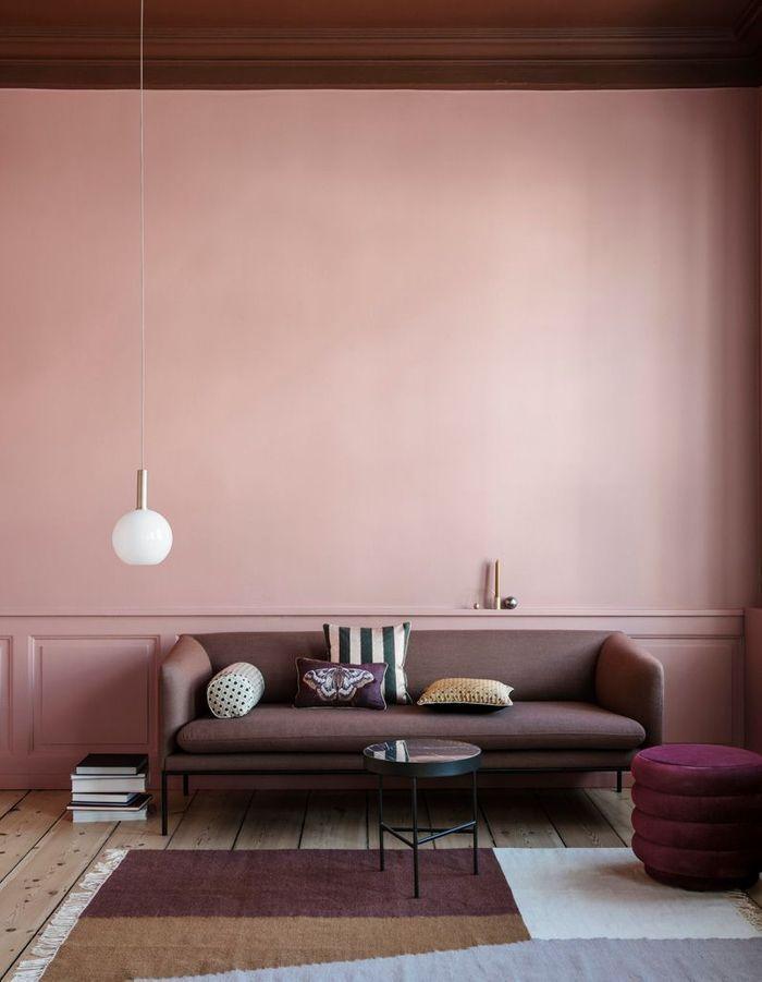 Un salon qui décline le violet et le rose