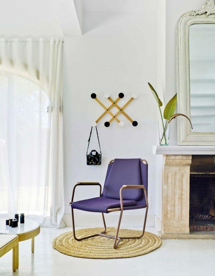 Un fauteuil violet